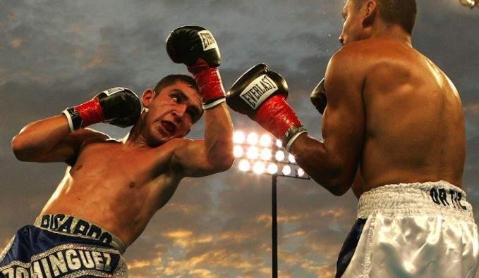 2 Männer boxen